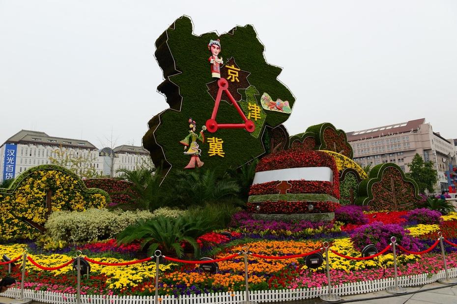 长安街花团锦簇迎国庆 - 余昌国 - 我的博客