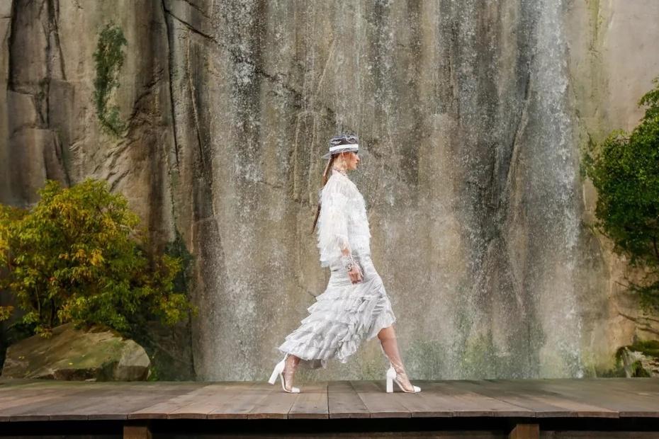 时尚经 | 今年的这个流行元素,性感还防水 - toni雌和尚 - toni 雌和尚的时尚经