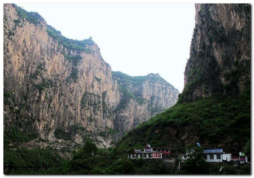红豆峡 是国家4a级风景区,国家地质公园,国家森林公园和中国最美十大
