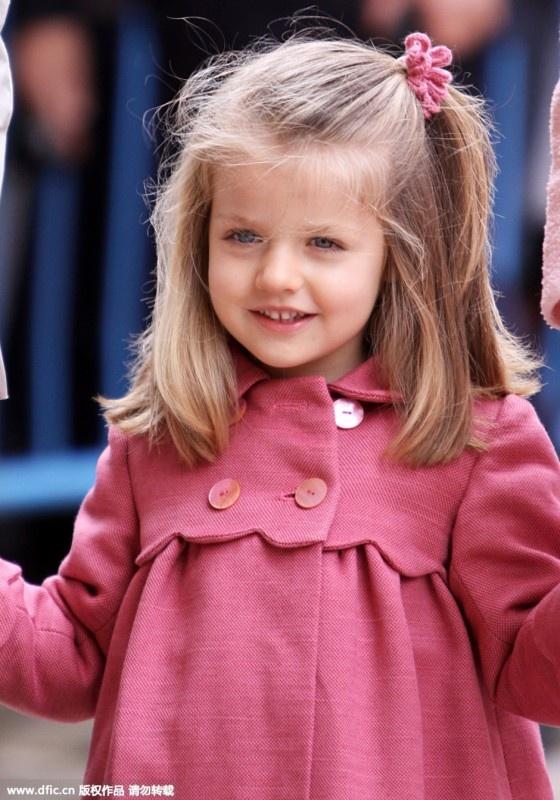 """英国小""""萌主""""再次出镜 各国小公主们的竞争对手又多了一个 - 嘉人marieclaire - 嘉人中文网 官方博客"""