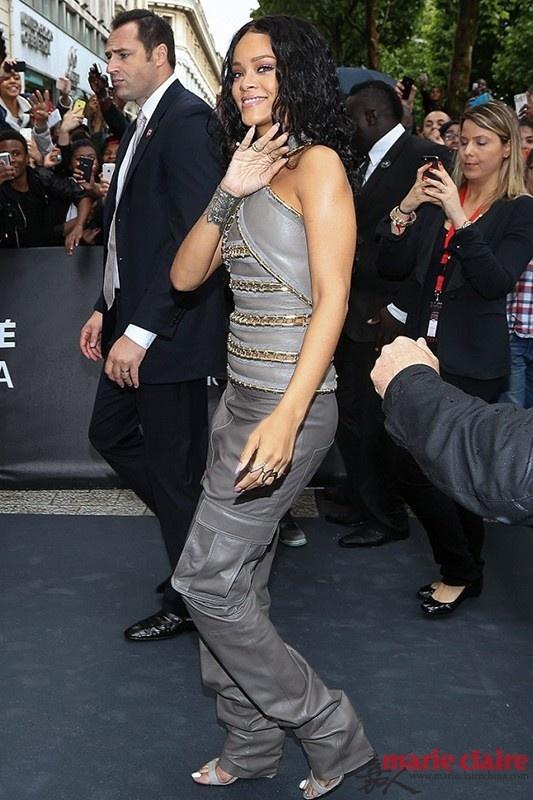 一双高跟鞋 蕾哈娜如何穿出N种风格 - 嘉人marieclaire - 嘉人中文网 官方博客