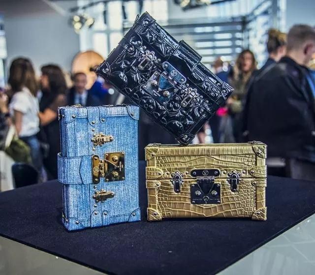 路易威登出了可能比手机还贵的手机壳系列 - toni雌和尚 - toni 雌和尚的时尚经