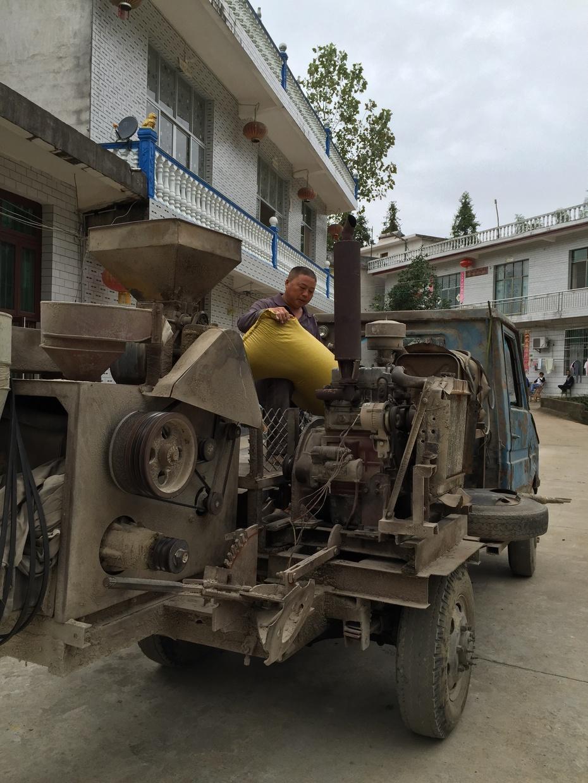 农村充满创意的移动碾米粉碎一体机 - 余昌国 - 我的博客