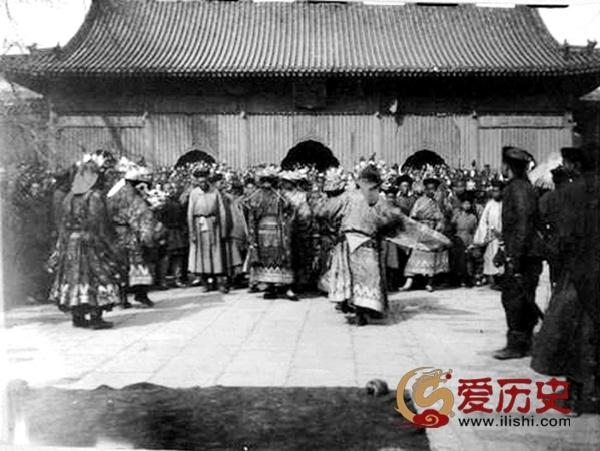 """百年前雍和宫""""打鬼""""的盛况 - 爱历史 - 爱历史---老照片的故事"""