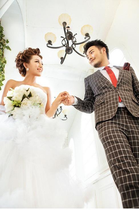 充足的睡眠   不可忽视的婚礼花饰   胸花是新郎的唯一装饰,为使整体
