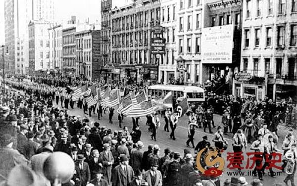 美国曾以纳粹礼宣誓效忠 - 爱历史 - 爱历史---老照片的故事