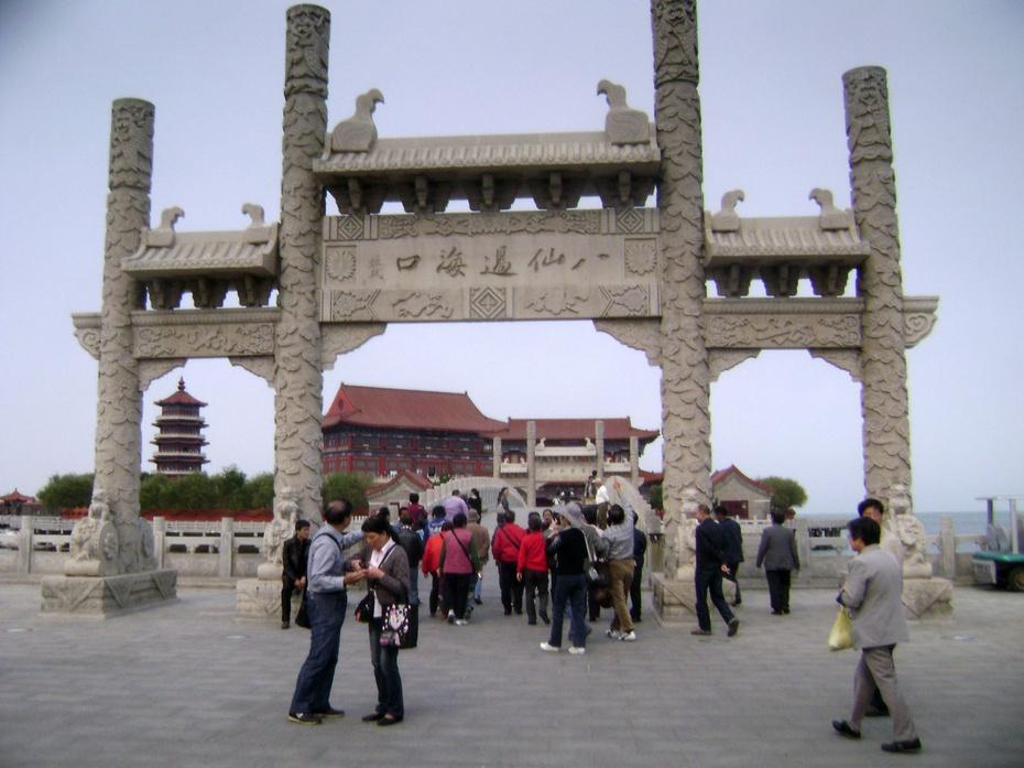 东与三仙山风景区,三仙山温泉,三仙山大酒店相邻.游览面积5.