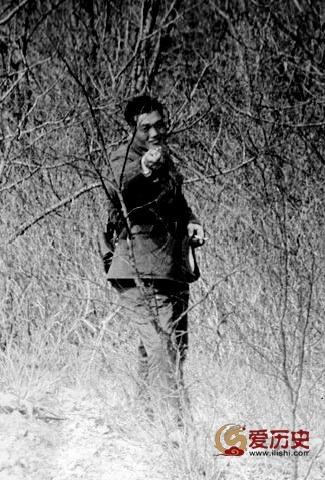 70年代对苏军撒尿拍屁股挑衅的中国边防军 - 爱历史 - 爱历史---老照片的故事