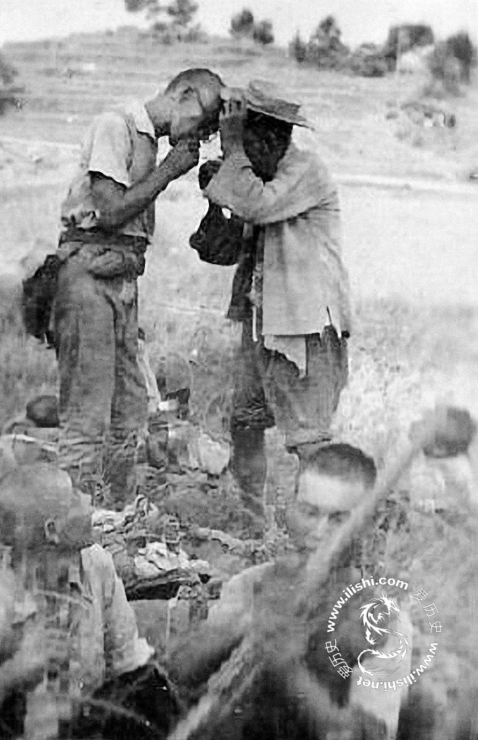 日军与汉奸举杯相庆围剿国军游击队 - 爱历史 - 爱历史---老照片的故事