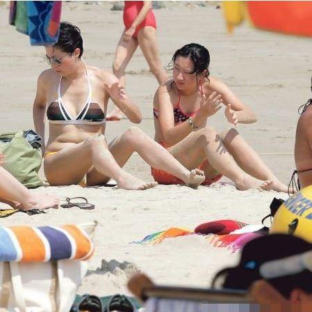 曝成龙15岁私生女泳装照身材大好(图) - 对酒当歌 - 对酒当歌网易娱乐
