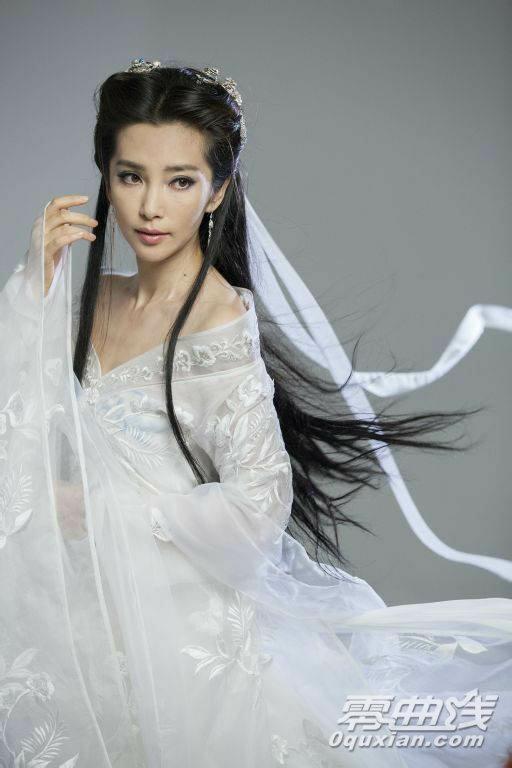李冰冰代言网游 造型神似小龙女完爆陈妍希