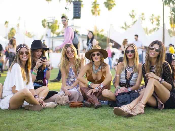 搭配经|继续音乐节,看看那些明星超模们穿些啥 - toni雌和尚 - toni 雌和尚的时尚经
