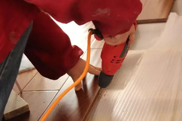 实木地板铺装,离不开地板钉