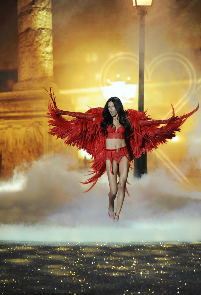维秘秀上那些美丽天使的翅膀长什么样? - 嘉人marieclaire - 嘉人中文网 官方博客