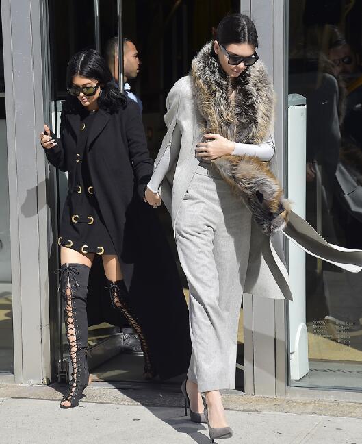 女星示范皮草围巾正确打开方式 不想冷天穿得像头熊 - 嘉人marieclaire - 嘉人中文网 官方博客