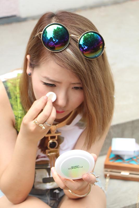 妖精边儿——应对夏日街拍的底妆秘诀MAC魅可海洋亮白粉饼 - heheweilong - 妖精边儿的博客