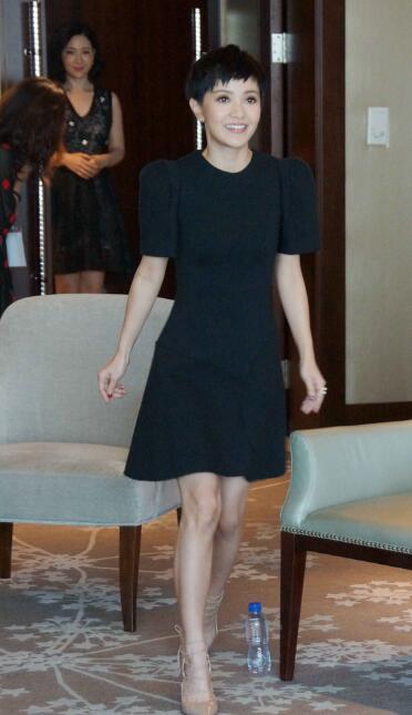 春节不小心吃胖了 来件遮肉的小黑裙继续做女神 - 嘉人marieclaire - 嘉人中文网 官方博客