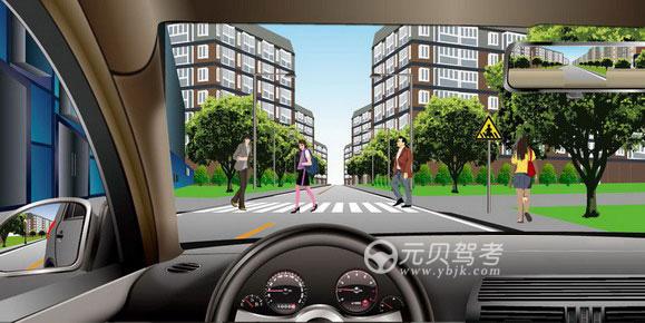 如图所示,驾驶机动车遇到这种情况时,以下做法正确的是什么?A、适当鸣喇叭,加速通过B、在行人或骑车人通过前提前加速通过C、减速,停车让行D、连续鸣喇叭使其让行答案是C