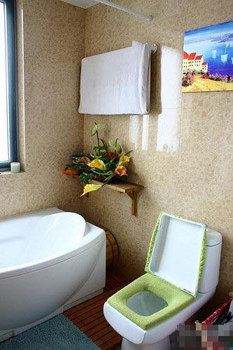 房屋装修色彩搭配 这个木条地面时我们自己DIY的哦高清图片