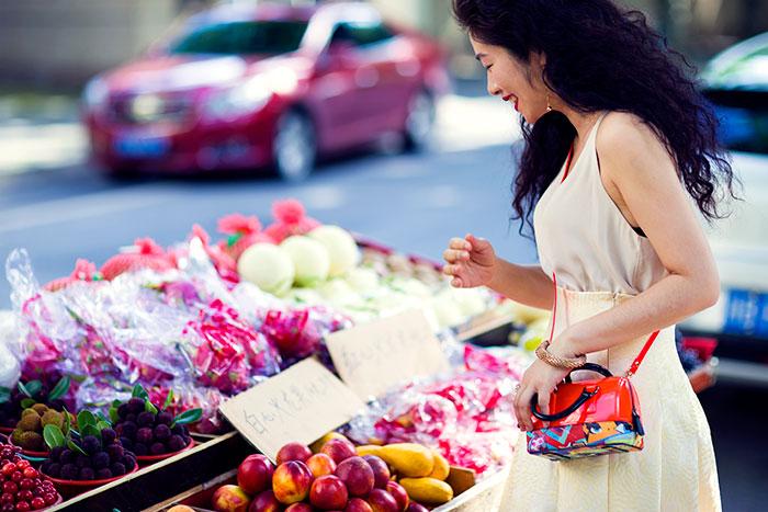 搭配经|买水果的小女孩 - toni雌和尚 - toni 雌和尚的时尚经