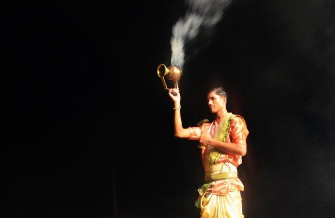 实拍印度神秘古老的恒河夜祭 - 海军航空兵 - 海军航空兵