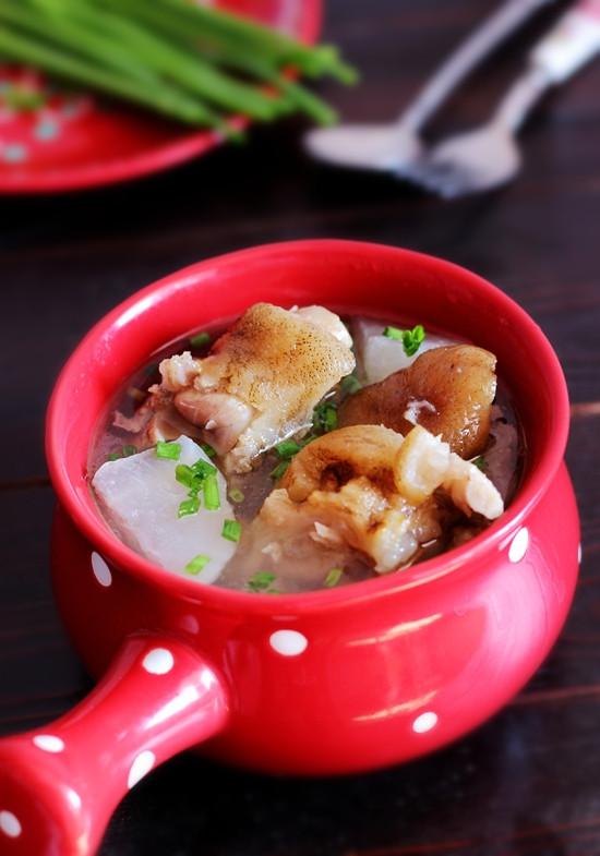 白萝卜炖腊猪脚 - 叶子的小厨 - 叶子的小厨