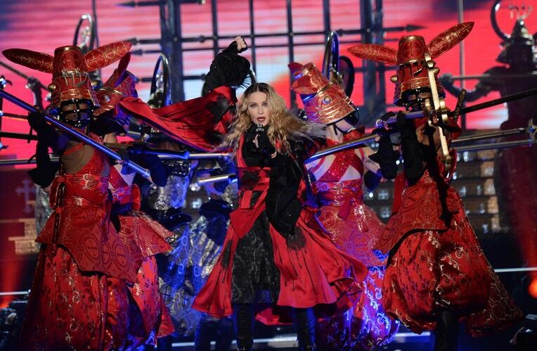 麦当娜史上最保守演唱会造型解析 250万颗水晶点缀华服 - 嘉人marieclaire - 嘉人中文网 官方博客