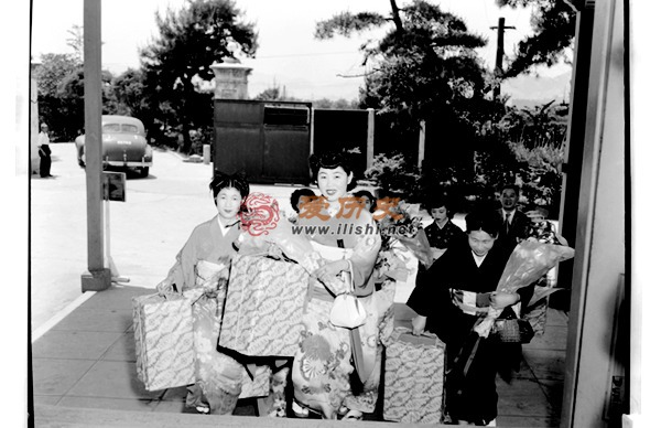 """慰安成瘾!日本组织20名""""最美""""女子慰劳英军 - 爱历史 - 爱历史---老照片的故事"""