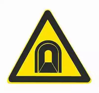 隧道标志用以提醒车辆驾驶人注意慢行。