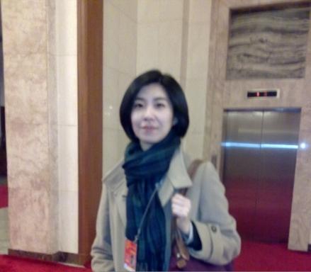 温时代以来总理记者会出镜最多的美女翻译(组图) - 遇果林 - 遇果林-原生态博客