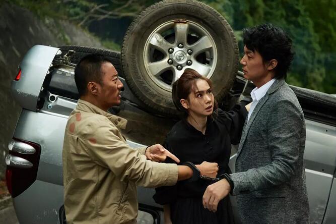 《追捕》在枪上海新闻综合频道直播战里拍出情怀和浪漫