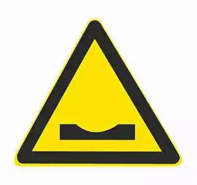 路面低洼标志