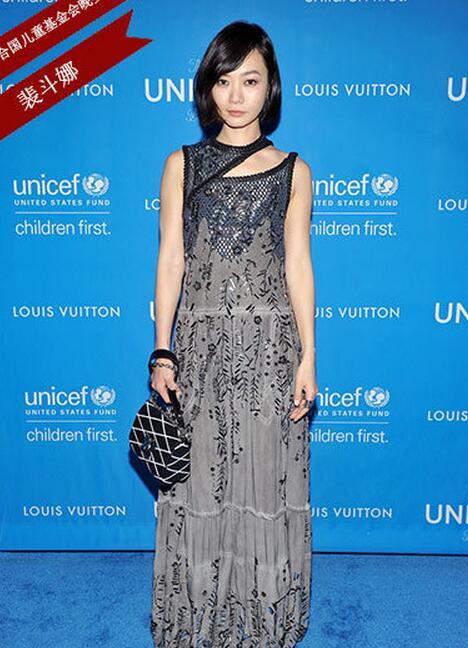 刘嘉玲赛琳娜争穿中国红 霸气优雅谁更美 - 嘉人marieclaire - 嘉人中文网 官方博客