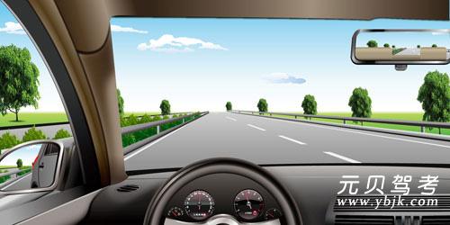 如图所示,在高速公路同方向两条机动车左侧车道行驶,应保持什么车速?A、110公里/小时~130公里/小时B、100公里/小时~120公里/小时C、90公里/小时~110公里/小时D、60公里/小时~120公里/小时