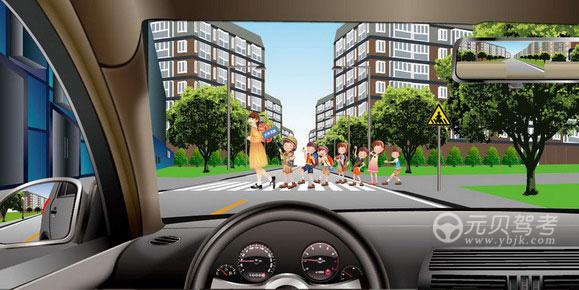 如图所示,驾驶机动车遇到这种情况时,应当停车让行。答案是对