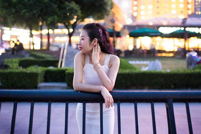 【雌和尚搭配】霓虹下的优雅-REVOLVE - toni雌和尚 - toni 雌和尚的时尚经