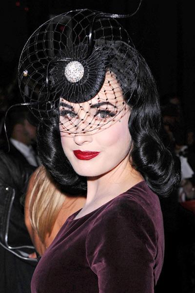 戴面纱去派对跟女星一样妆神秘 - VOGUE时尚网 - VOGUE时尚网