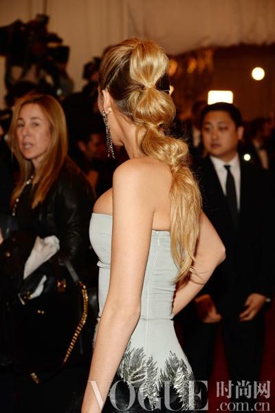 11款适合大风天的时髦发型 - VOGUE时尚网 - VOGUE时尚网