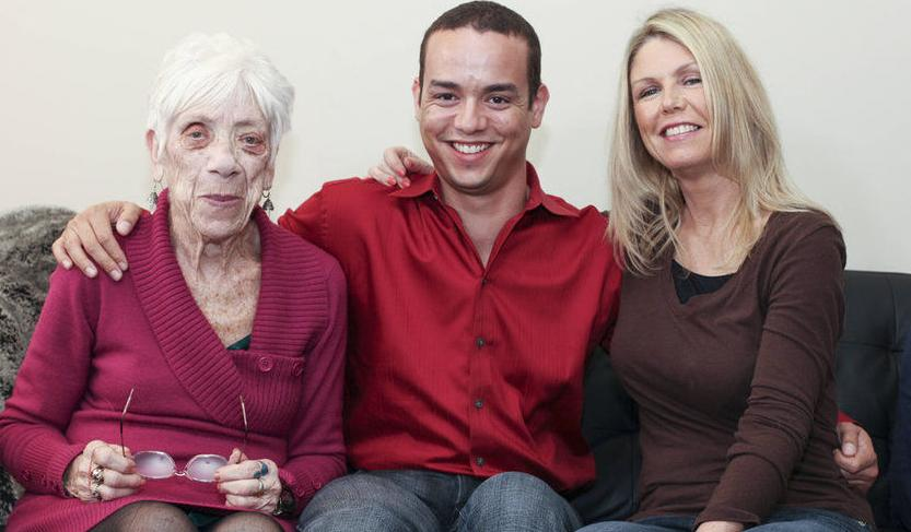 小伙携91岁女友与母亲合拍温馨照(组图) - 遇果林 - 遇果林-原生态博客
