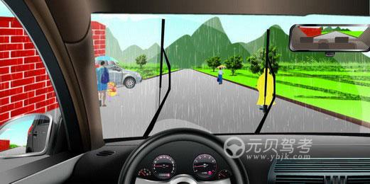 如图所示,驾驶机动车在雨天行驶遇到这种情形时,以下做法正确的是什么?A、随时准备停车B、减速行驶,防止泥水溅到行人身上C、减速行驶,注意行人动态D、鸣喇叭提醒行人后,加速通过答案是ABC
