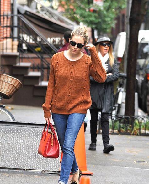 针织衫搭配有多难?五十度灰女主告诉你 - 嘉人marieclaire - 嘉人中文网 官方博客