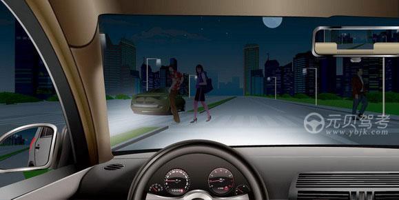 如图所示,夜间驾驶机动车通过没有交通信号灯的人行横道时,以下做法正确的是什么?A、减速,停车让行B、交替变换远近光灯加速通过C、连续鸣喇叭后通过D、确保安全加速通过答案是A