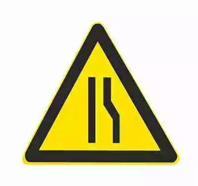 右侧变窄车行道右侧缩窄。此标志设在窄路以前适当位置。