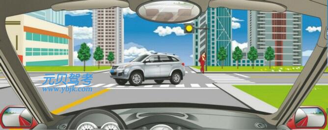 遇到這種情況的路口怎樣通過?A、左轉彎加速通過B、加速直行通過C、右轉彎加速通過D、確認安全后通過答案是D