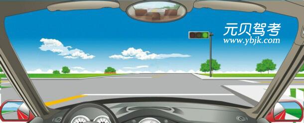 駕駛機動車在路口遇到這種信號燈亮時,要在停止線前停車瞭望。答案是錯