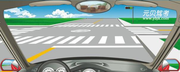 在这个路口怎样左转弯?A、靠路口中心点右侧转弯B、靠路口中心点左侧转弯C、不能左转弯D、骑路口中心点转弯