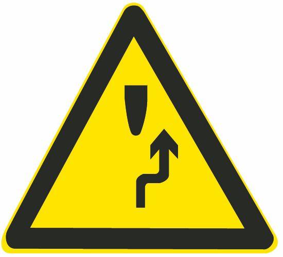 這個標志的含義是告示前方道路是單向通行路段。答案是錯