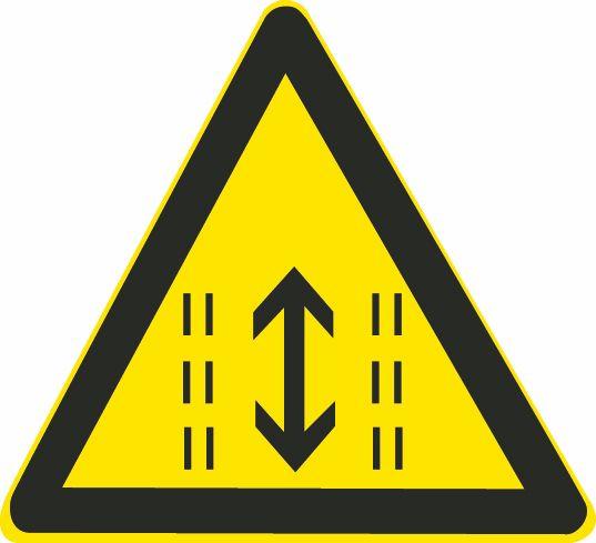 這個標志是何含義?A、注意雙向行駛B、靠兩側行駛C、可變車道D、注意潮汐車道答案是D