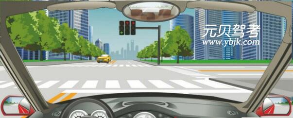 駕駛機動車在這種情況下可以右轉彎。答案是錯