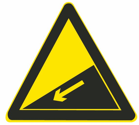 這個標志是何含義?A、提醒車輛駕駛人前方道路沿水庫、湖泊、河流B、提醒車輛駕駛人前方有向上的陡坡路段C、提醒車輛駕駛人前方有向下的陡坡路段D、提醒車輛駕駛人前方有兩個及以上的連續上坡路段答案是C